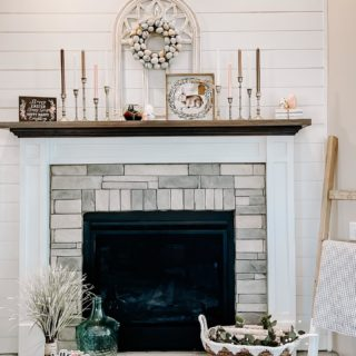 Did you know we offer seasonal holiday decorating services? Spring/ Easter, Fall/ Halloween, Winter/ Christmas- we love it all!  Now, if only this Easter- inspired mantle in Trisha's home would help usher in an early spring. 🤞🏻