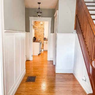 A little entryway before and after. If first impressions are as important as we've heard they are, we think this entryway refresh should do the trick! Swipe for after.